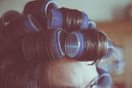 curlers-curly-hair-female-112782-min